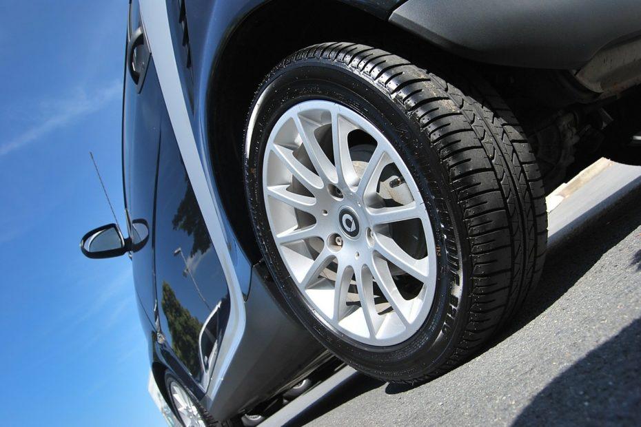 car 219727 1280 930x620 - Opony całoroczne, czy to ma sens?