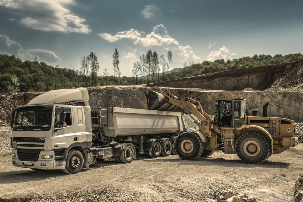 drive driver engine heavy 188679 1024x683 - Opony ciężarowe - kompendium wiedzy