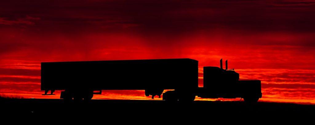 sunset 3378088 1920 1024x407 - Opony ciężarowe - kompendium wiedzy